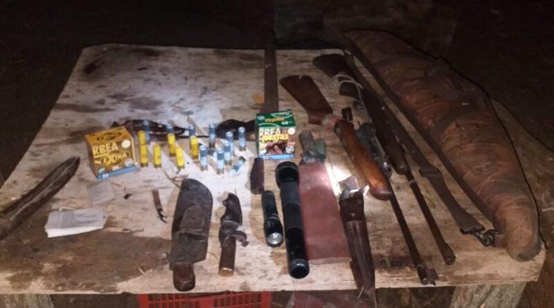 Incendios en las Islas del Paraná: Prefectura detuvo a seis hombres por portación de armas ilegal y provocación de un incendio.