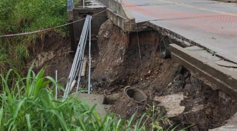 Reconstruyen el puente en bulevar Moreno